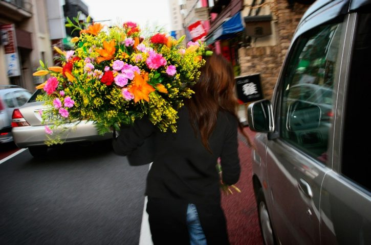 Why should you go for online flower delivery?